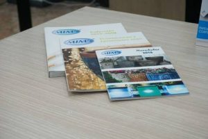 Diferentes catálogos y revistas